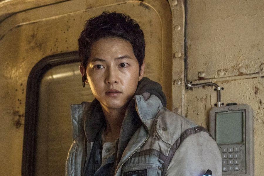 Le nouveau film de Song Joong Ki «Space Sweepers» déplace sa conférence de presse en ligne à la dernière minute