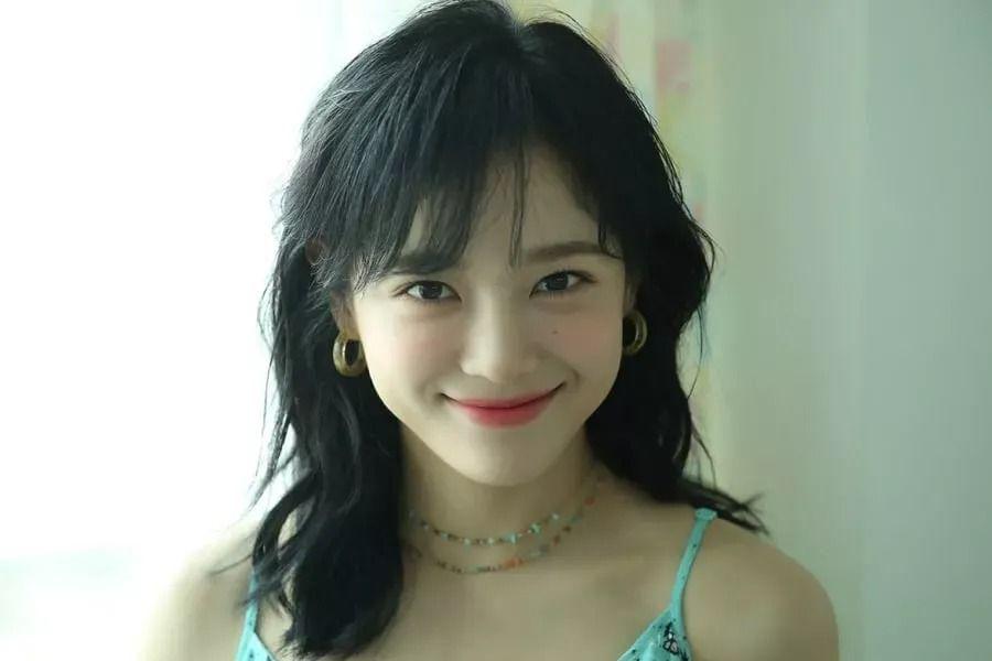 Kim Sejeong a confirmé son retour prochainement